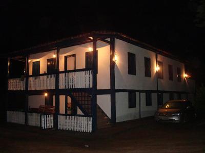 3 Casas, Sendo 1 Sede Principal Com 8 Quartos E 4 Banheiros