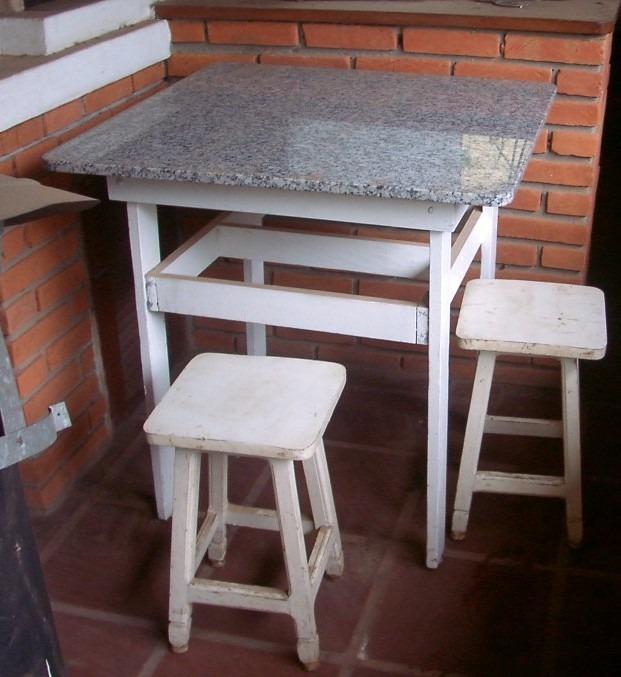 Mesa em madeira com tampo em granito e 4 banquetas r for Mesas de comedor usadas