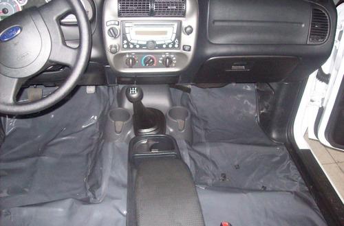 tapete liso de verniz para forrar o assoalho do automovel
